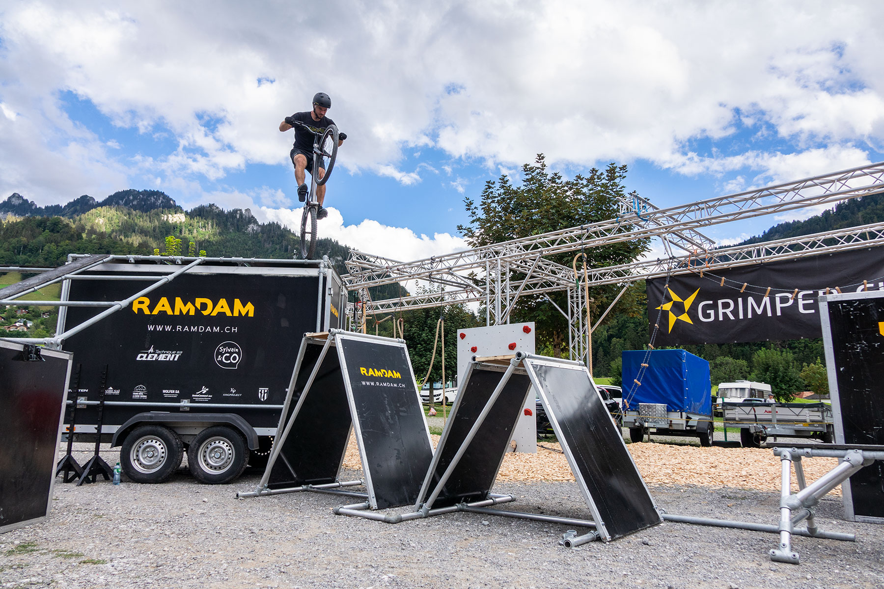 materiel animations shows parkour vtt trial ramdam